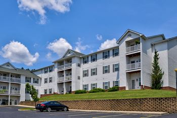 13710 Della Dr. 1-2 Beds Apartment for Rent Photo Gallery 1