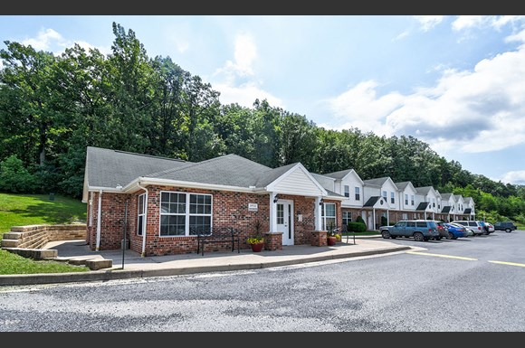 Catawba Club Apartments 9 Catawba Dr Berkeley Springs Wv Rentcafe