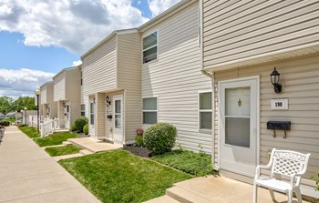 214 Briarwood Drive 2 Beds Apartment for Rent Photo Gallery 1