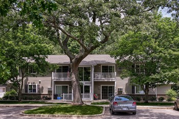 712 North Maple St. 3 Beds Apartment for Rent Photo Gallery 1