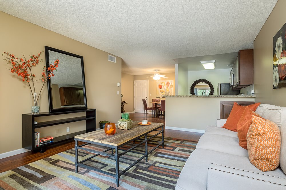 Woodland Hills CA Luxury Apartments - The Reserve at Warner Center Living Room