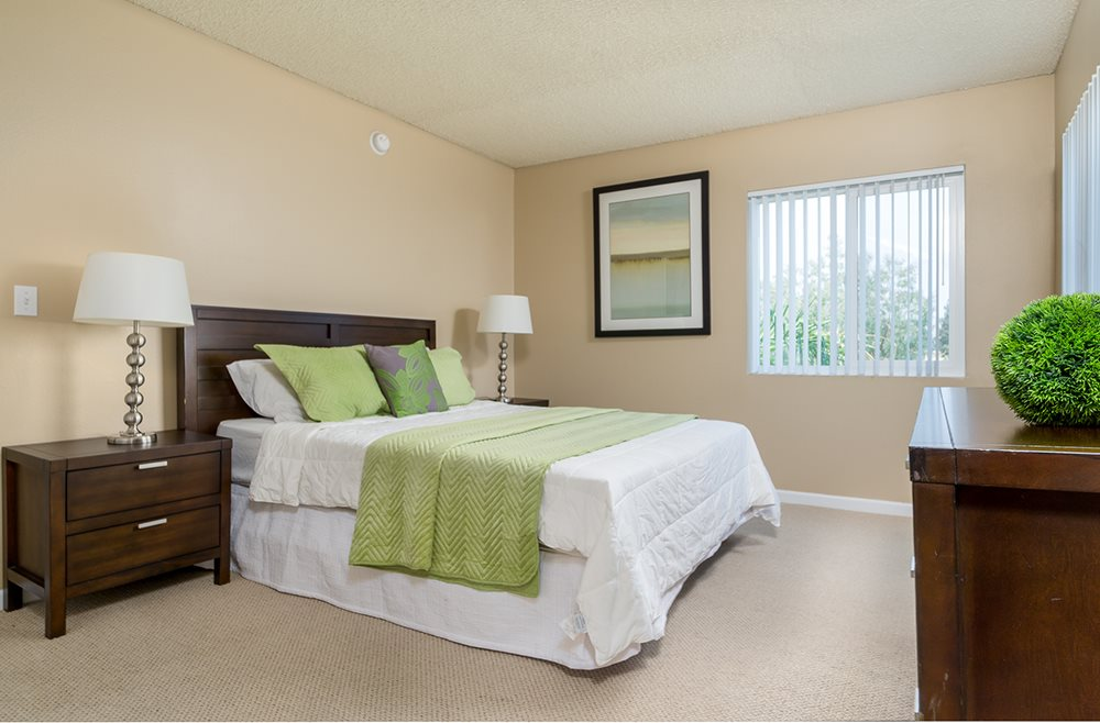 One Bedroom Luxury Apartments in Woodland Hills CA - The Reserve at Warner Center Bedroom