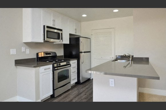 Westcreek Apartments 973 Westcreek Lane Westlake Village Ca Rentcafe