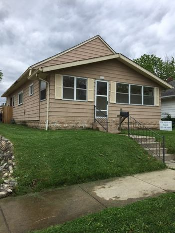 131 N 6th Ave 3 Beds House for Rent Photo Gallery 1