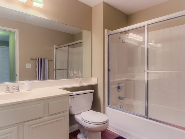 Spacious Bathrooms Soaking Tub at The Hills at Quail Run Apartments, CA, 92507