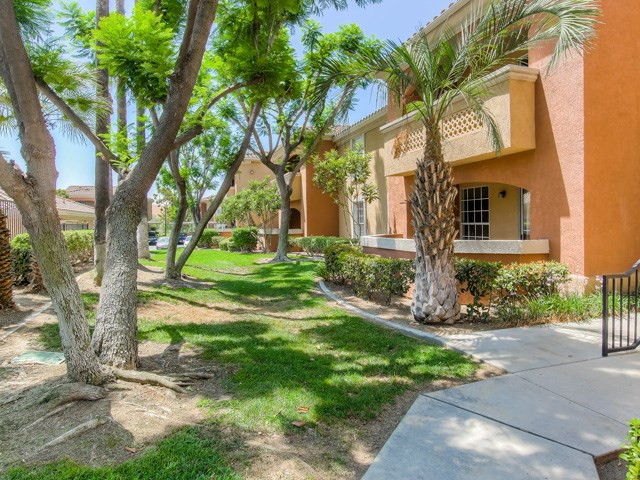 Walking Trails at The Hills at Quail Run Apartments, Riverside, California