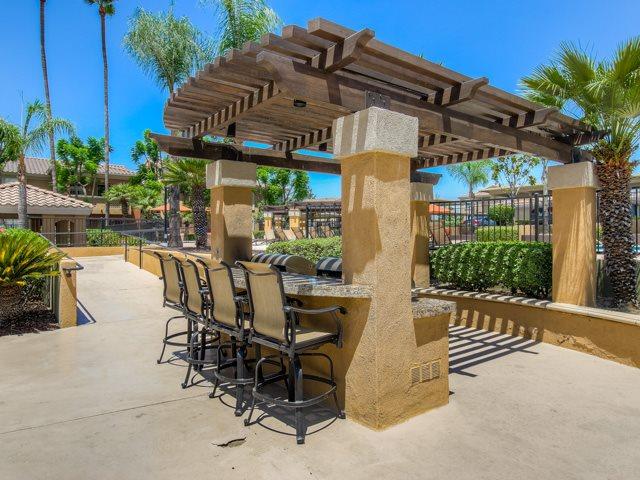 Picnic and BBQ Area at The Hills at Quail Run Apartments, Riverside, California