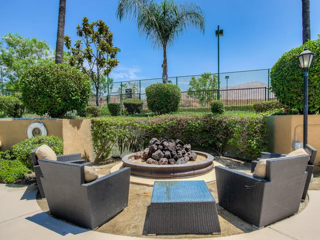Outdoor Sundeck and Grilling Area at The Hills at Quail Run Apartments, CA, 92507