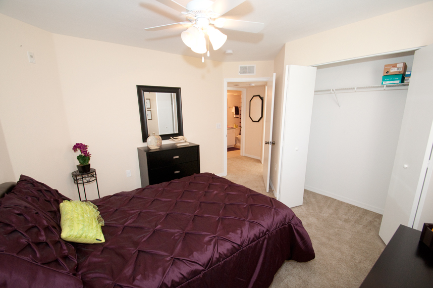 Bristol Lakes Apartments photogallery 19