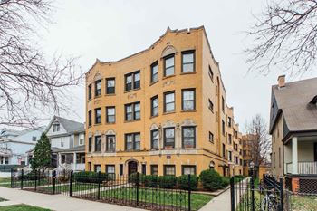 4325 N Hermitage Studio-1 Bed Apartment for Rent Photo Gallery 1