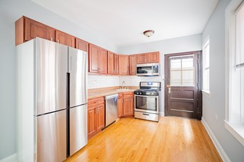 2450-58 W. Wilson 1-2 Beds Apartment for Rent Photo Gallery 1
