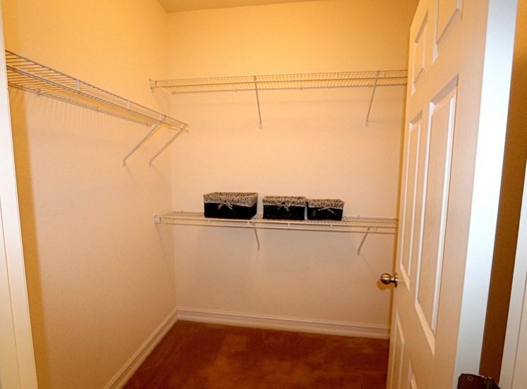 Glen Walk-In Closet