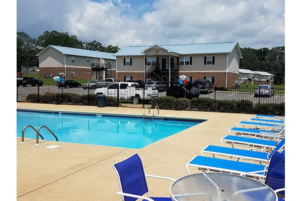 Mountain View Apartments Oxford AL Anniston, AL 36207 sparkling pool with new furniture