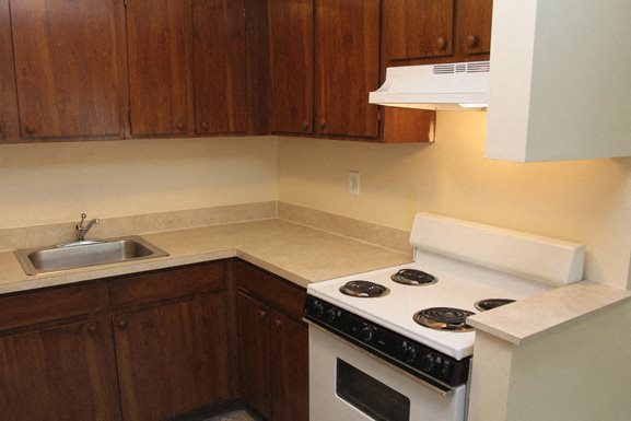 Brewster Mews - Kitchen - Senior Apartments in Amherst