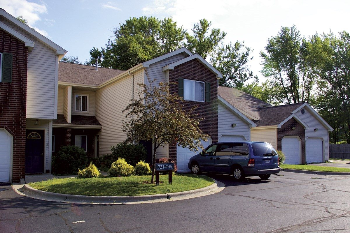 burntwoods apartments  701 s van buren st   stoughton  wi 3 bedroom homes for sale madison wi