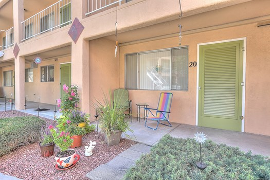 Graceland Plaza Apartments Community Thumbnail 1
