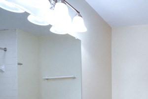 Amherst Manor Apartments - Full Bath 1