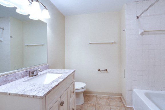 Amherst Manor Apartments - Full Bath 1