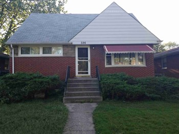 326 Clyde Ave 4 Beds House for Rent Photo Gallery 1