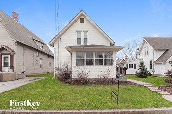 835 Oak St. 4 Beds House for Rent Photo Gallery 1