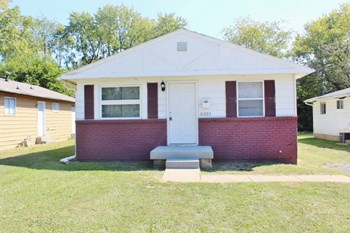 3321 N Hawthorne Lane 3 Beds House for Rent Photo Gallery 1