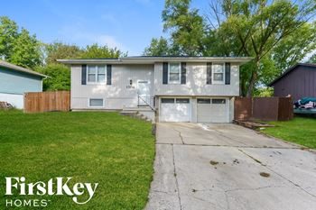 1504 SE 16th Place 3 Beds House for Rent Photo Gallery 1