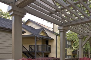 Pergola with seating at Grand Highlands at Mountain Brook Apartment Homes Vestavia, Birmingham, AL 35223