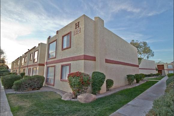 La Terraza Apartments, 5333 East Thomas Road, Phoenix, AZ - RENTCafé