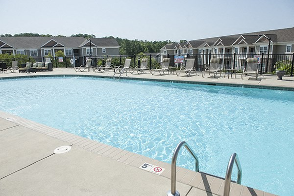 Sparkling Pool at The Enclave at Pamalee Square Apartments