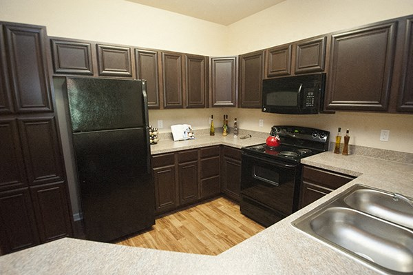 All Electric Kitchen at The Enclave at Pamalee Square Apartments, Fayetteville, NC,28301