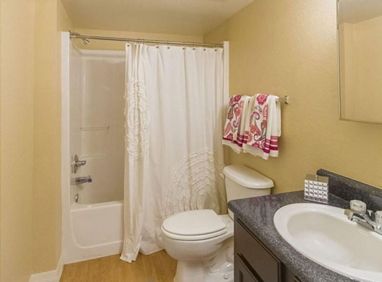 Tuscan Isle Apartments Bathroom
