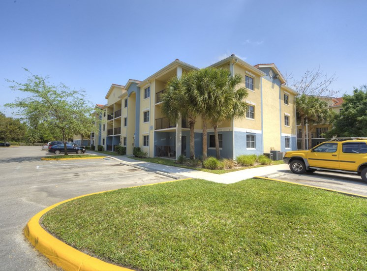Tuscan Isle Apartments Exterior