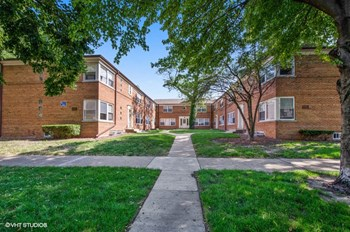 2103-23 W. Berwyn Ave. 3 Beds Apartment for Rent Photo Gallery 1
