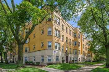 2240-50 W. Morse Ave. 1-2 Beds Apartment for Rent Photo Gallery 1