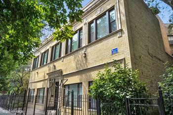 4022-24 N. Sheridan Rd. 2-4 Beds Apartment for Rent Photo Gallery 1