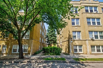 4128-34 W. Addison St. 2-3 Beds Apartment for Rent Photo Gallery 1