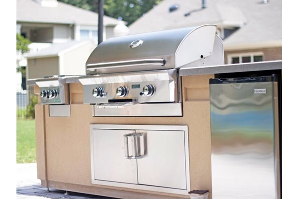 Outdoor Kitchen & Grill, at Tech Center Square Apartments, Newport News, VA