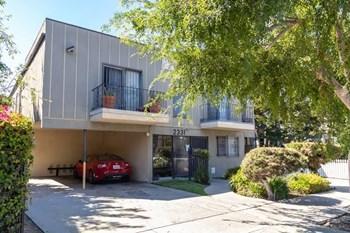 2331 Portland Street Studio Apartment for Rent Photo Gallery 1