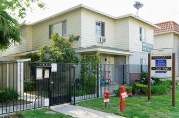 6065 Whitsett Avenue Studio-2 Beds Apartment for Rent Photo Gallery 1
