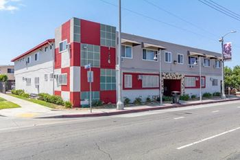 1156 W. Exposition Blvd 1-2 Beds Apartment for Rent Photo Gallery 1