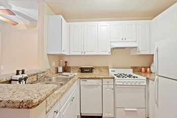 21 California Avenue 1 Bed Apartment for Rent Photo Gallery 1