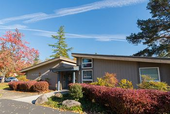 7580 SW Scholls Ferry Road 1-3 Beds Apartment for Rent Photo Gallery 1