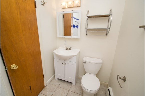 3220 Madison Avenue Bathroom