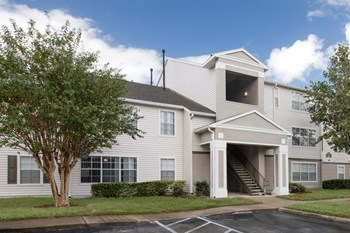 930A Hunters Creek Dr. 1-4 Beds Apartment for Rent Photo Gallery 1