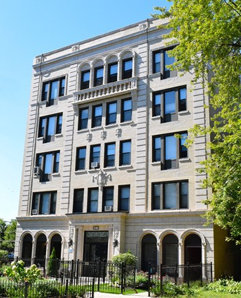 5326 S. Cornell Ave. Studio-1 Bed Apartment for Rent Photo Gallery 1