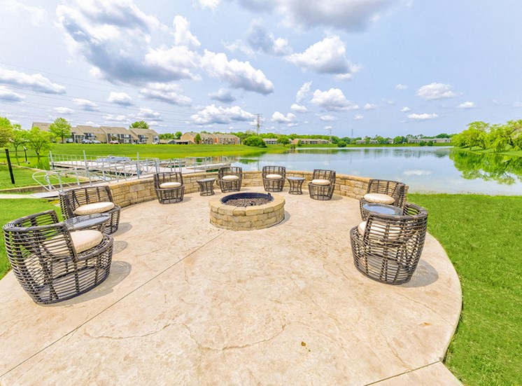 Outdoor Grilling and Entertainment Area at Somerset Lakes