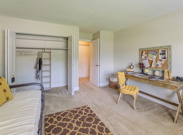 Signature Series Guest Bedroom at Somerset Lakes