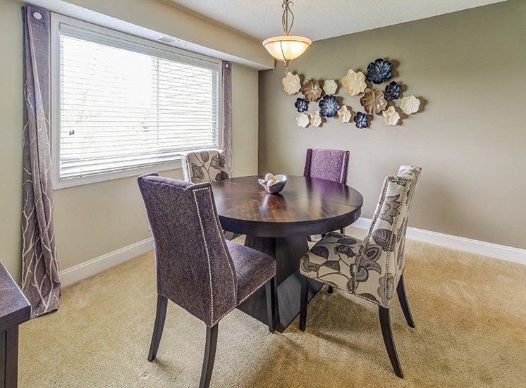 Signature Series Dining Room at Somerset Lakes
