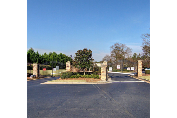 Gates at Brentwood Downs Apartment Homes in Lilburn, Georgia, GA