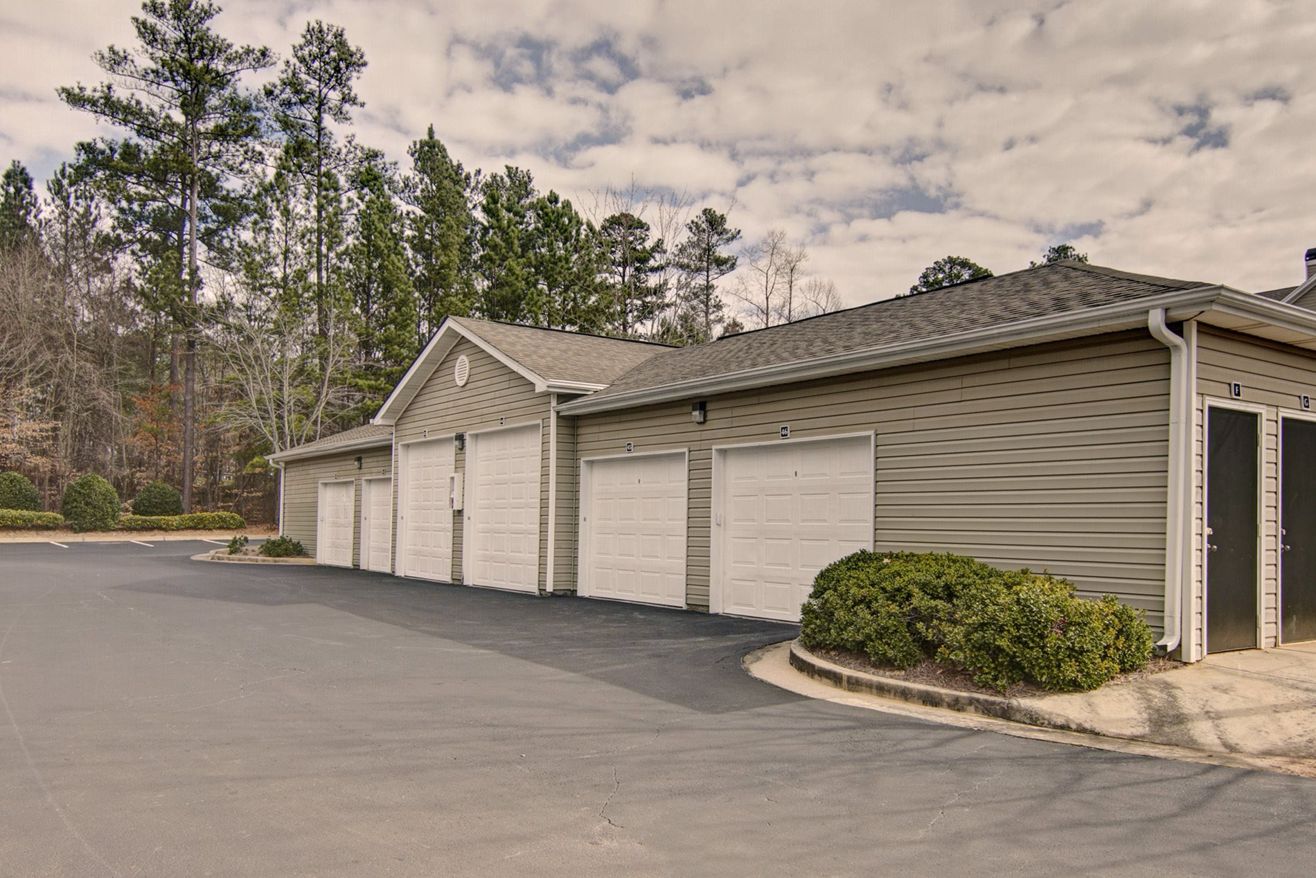 Photos and video of brentwood downs in lilburn ga for Apartment garage storage